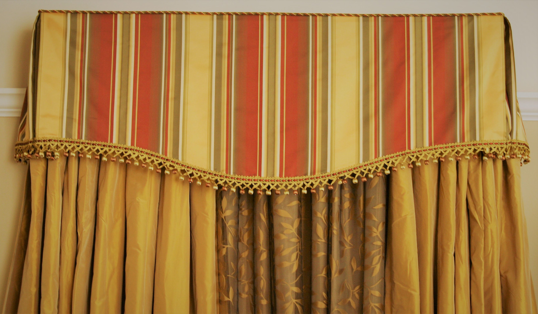 VALANCE Kick Pleat Valance with cord and