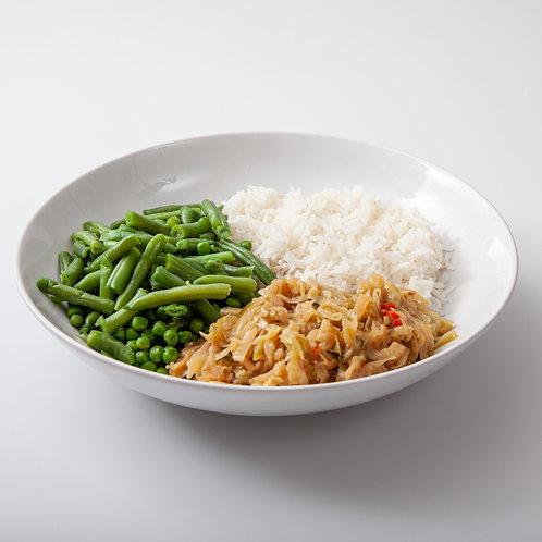 Spitskool rendang met gekruide rijst en groene groentjes voor 1 persoon
