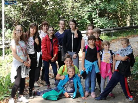 młodzież ze szkoły w Rybnej staje do walki ze śmieciami