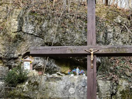 Krzyż przy starym kamieniołomie