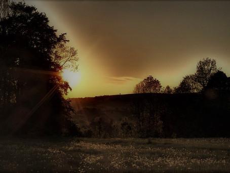 """""""Słońce już gasło, wieczór był ciepły i cichy..."""""""