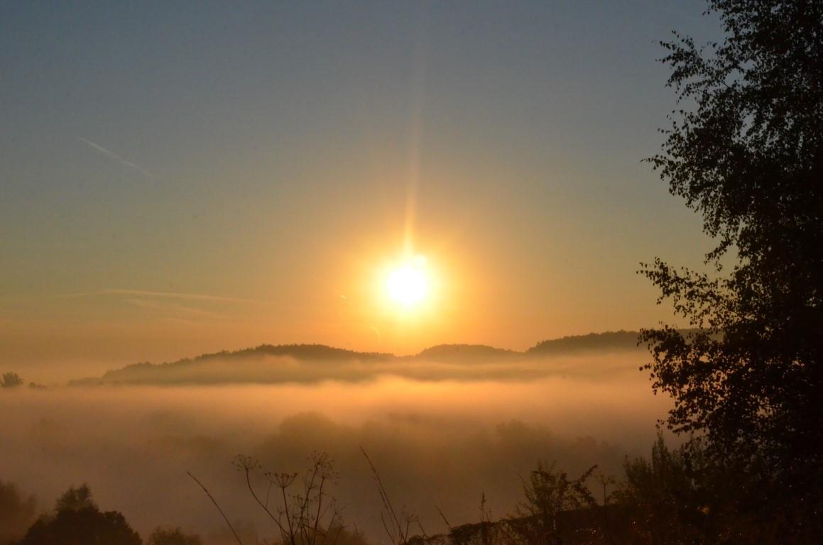 wschód słońca widziany ze skałek