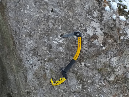 zgrzyt ostrza na skale