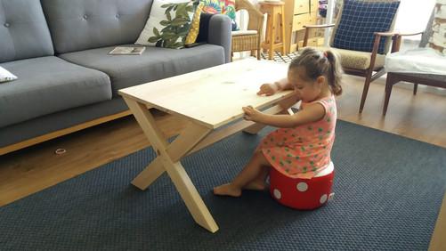 הבת של תמיר נהנית מהשולחן :)