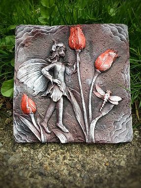red-purple-fairy-tulips-stone-garden-wall-ornament-gift