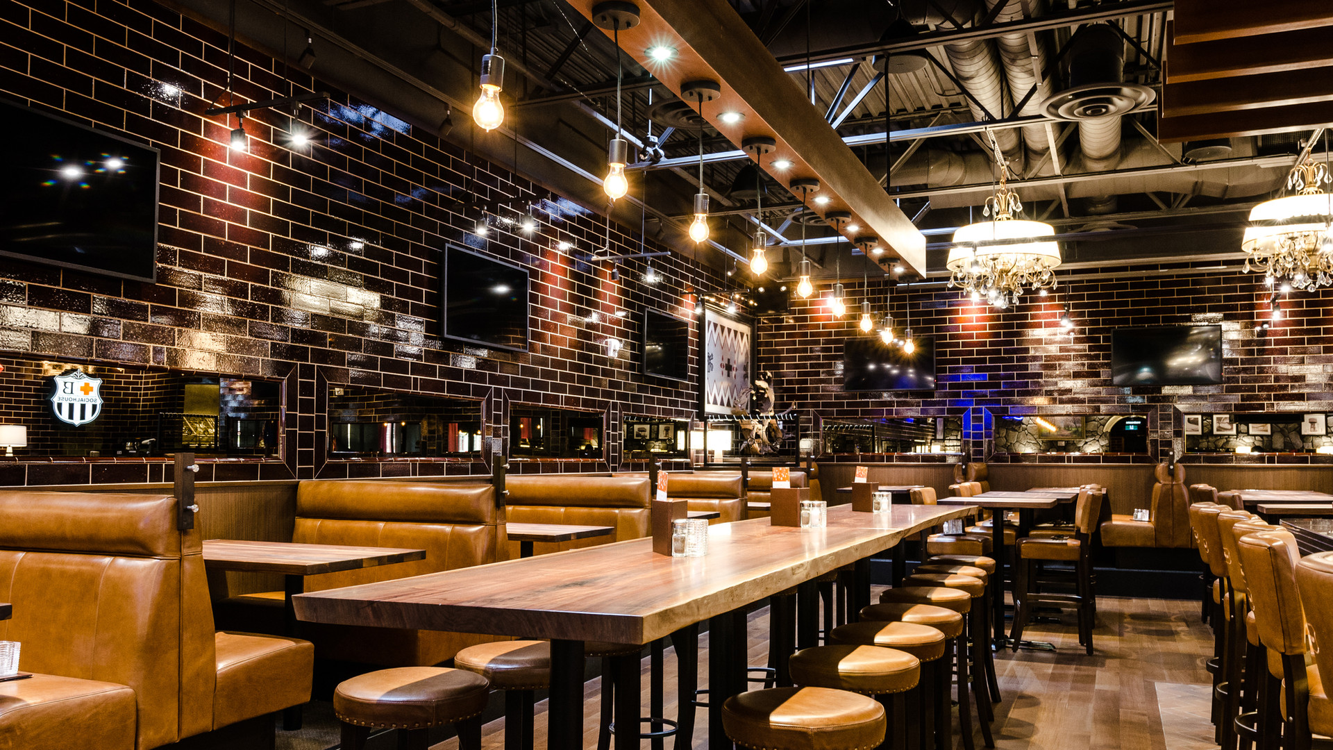 Browns Social House Erin Mills Interior
