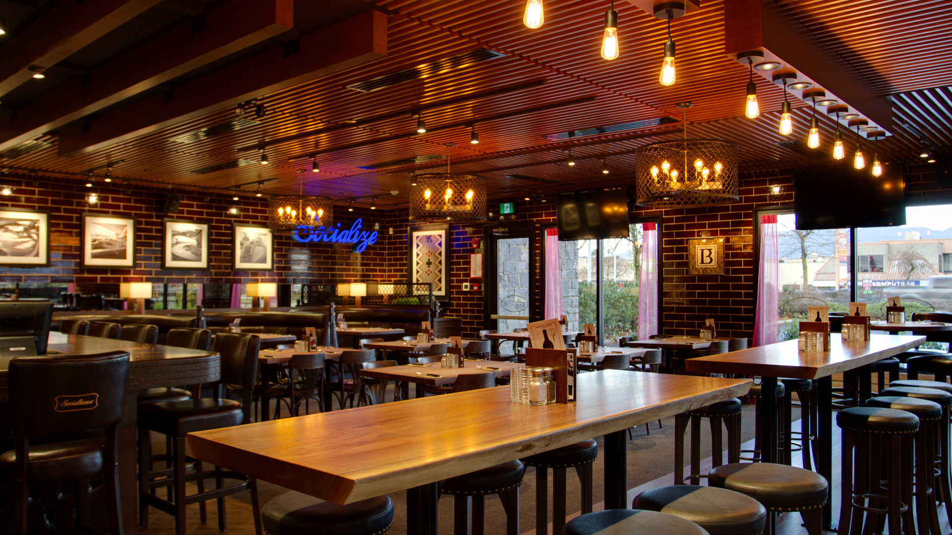 Browns Social House Maple Ridge Interior