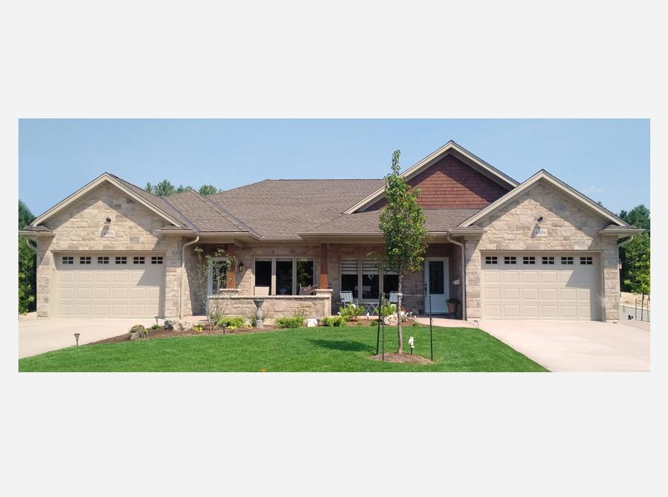 Duplex in Bren Lea Estates