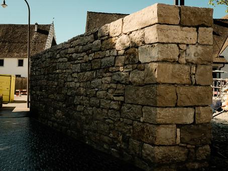 Erste Kalksteinmauer in Rheinau fertiggestellt