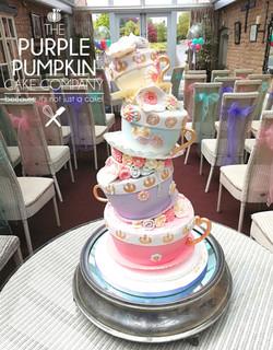 Wobbling teacups wedding cake