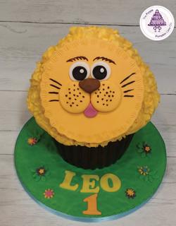 leo lion cupcake