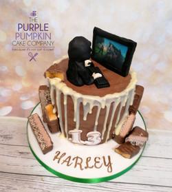 Gamer design drip cake