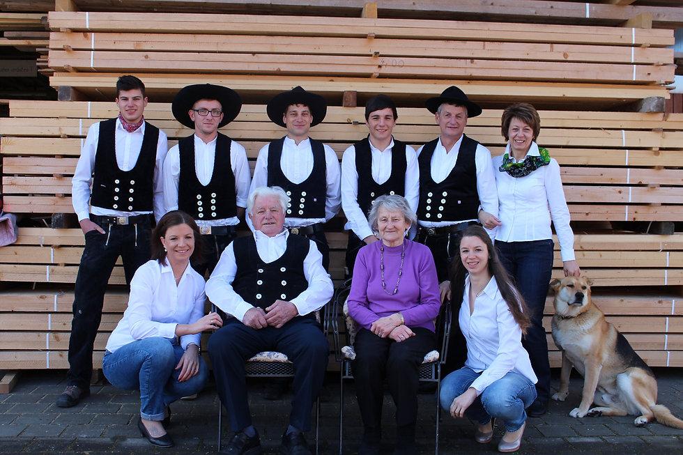 Team der Hönle Zimmerei und Holzbau aus Wemding im schwäbischen Landkreis Donau-Ries