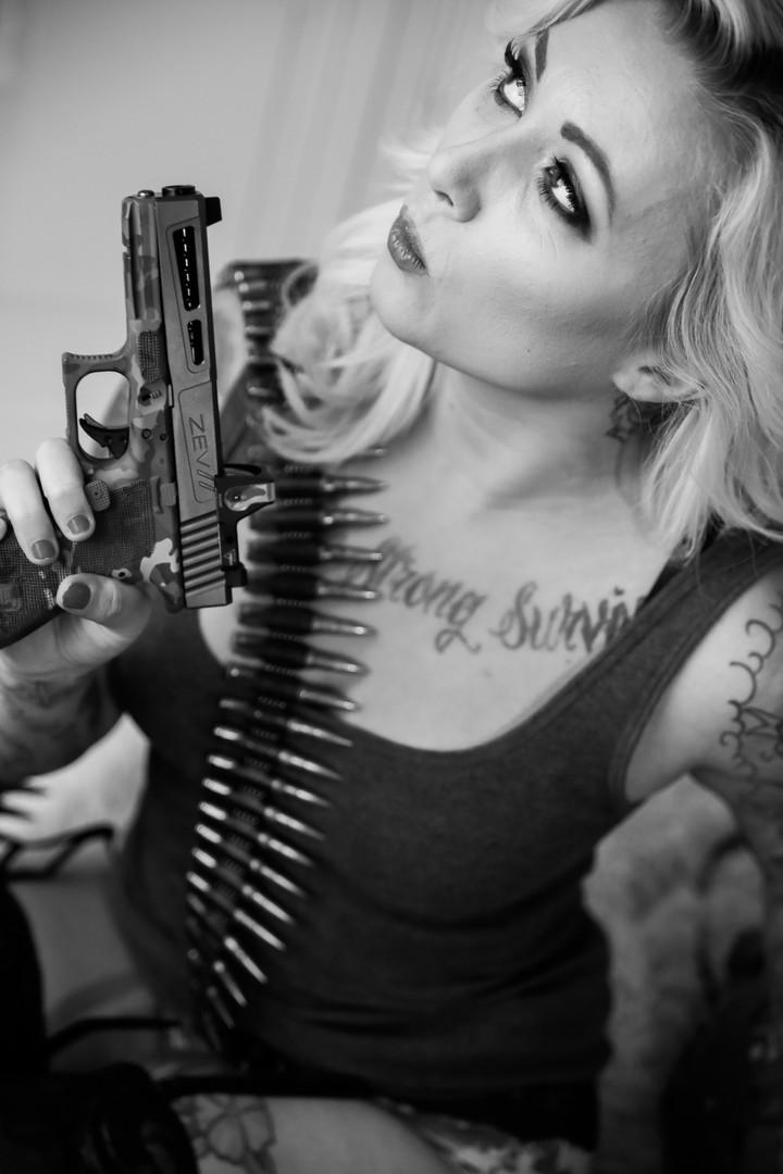 gunsglamor0039.jpg