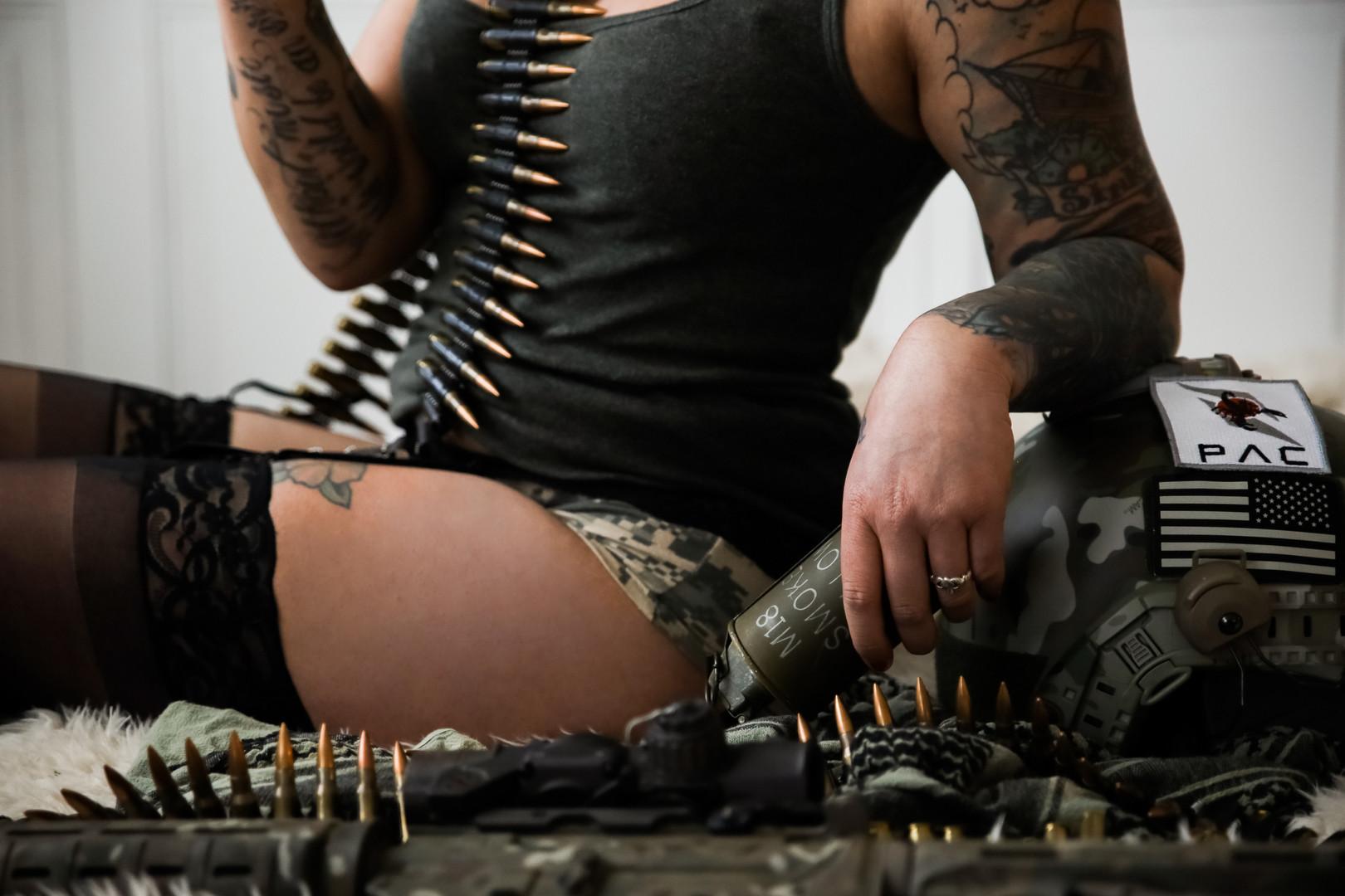 gunsglamor0036.jpg