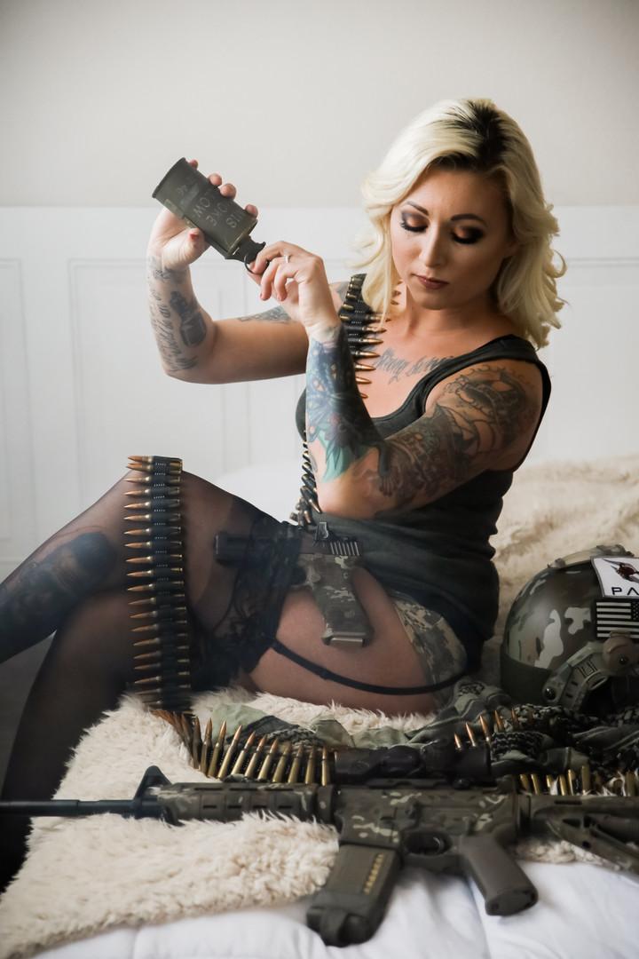 gunsglamor0041.jpg