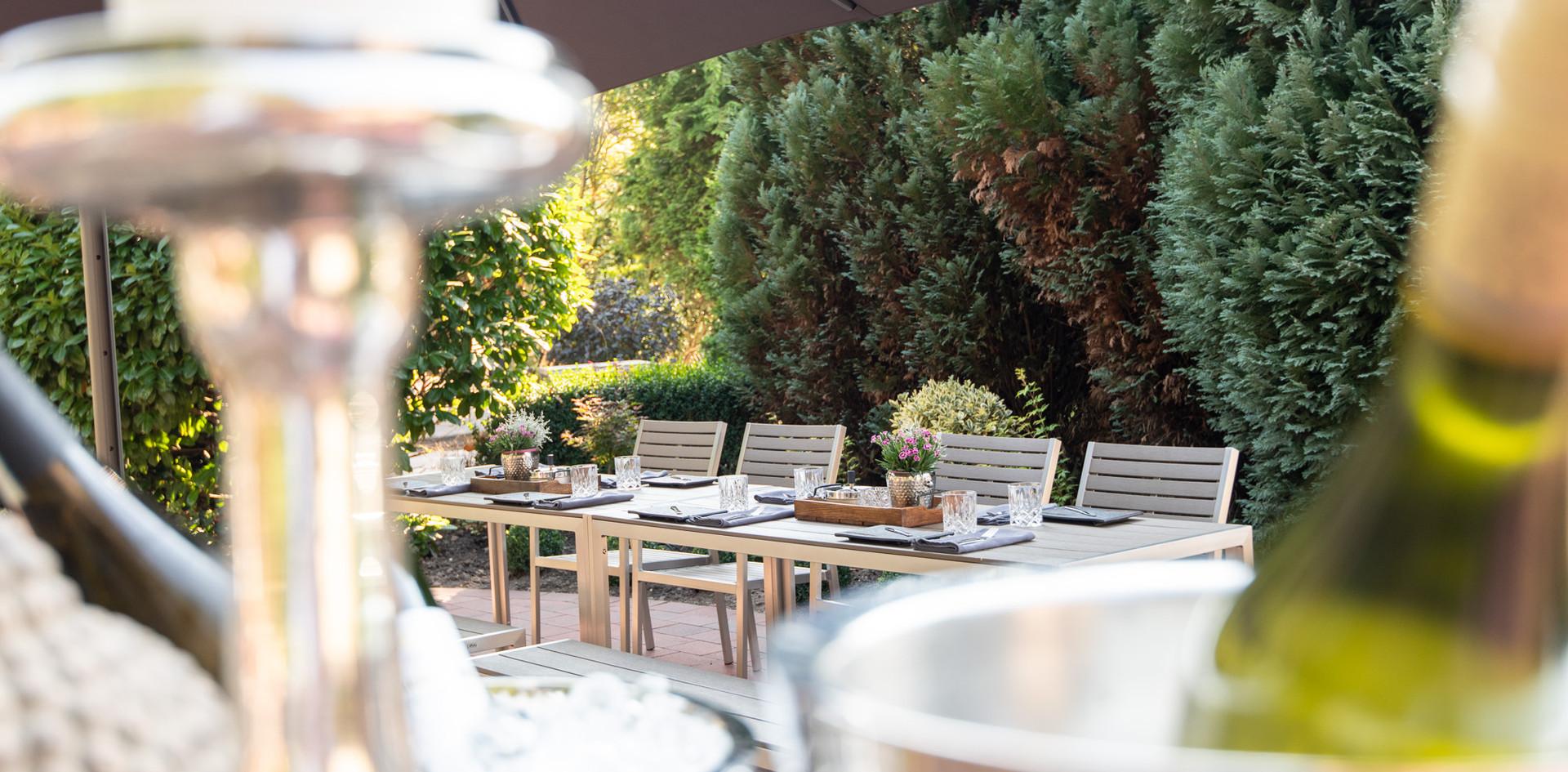 Sekt Hotelgarten Hotel Wegner - the culinary art hotel