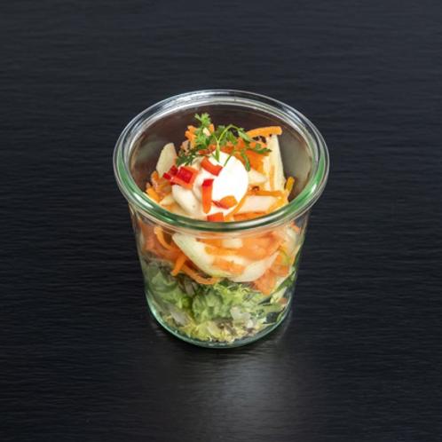 Karottensalat mit Essig und Öl
