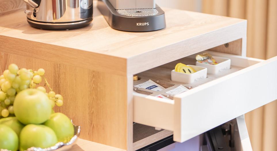 Kaffee/Teestation mit Kühlschrank Villa Hotel Wegner - The culinary Art Hotel