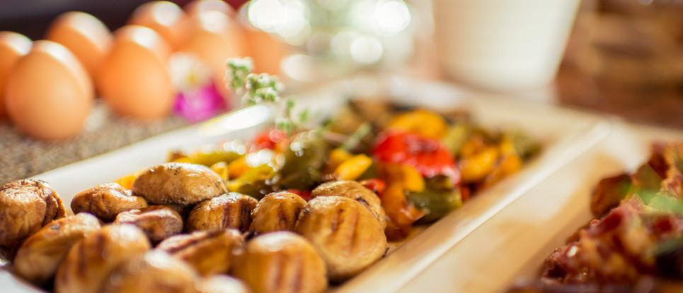 Fleischbällchen und Frikadellen am Buffet