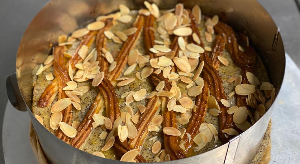 selbstgemachte Nuss- Marzipan Torte