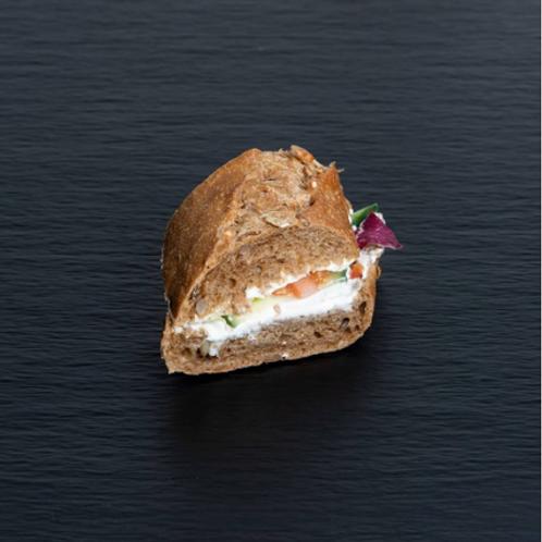 Walnussbaguette mit Ziegenfrischkäse-Crème