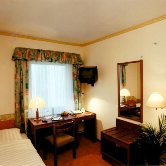 Hotelzimmer Ende der 90er.JPG