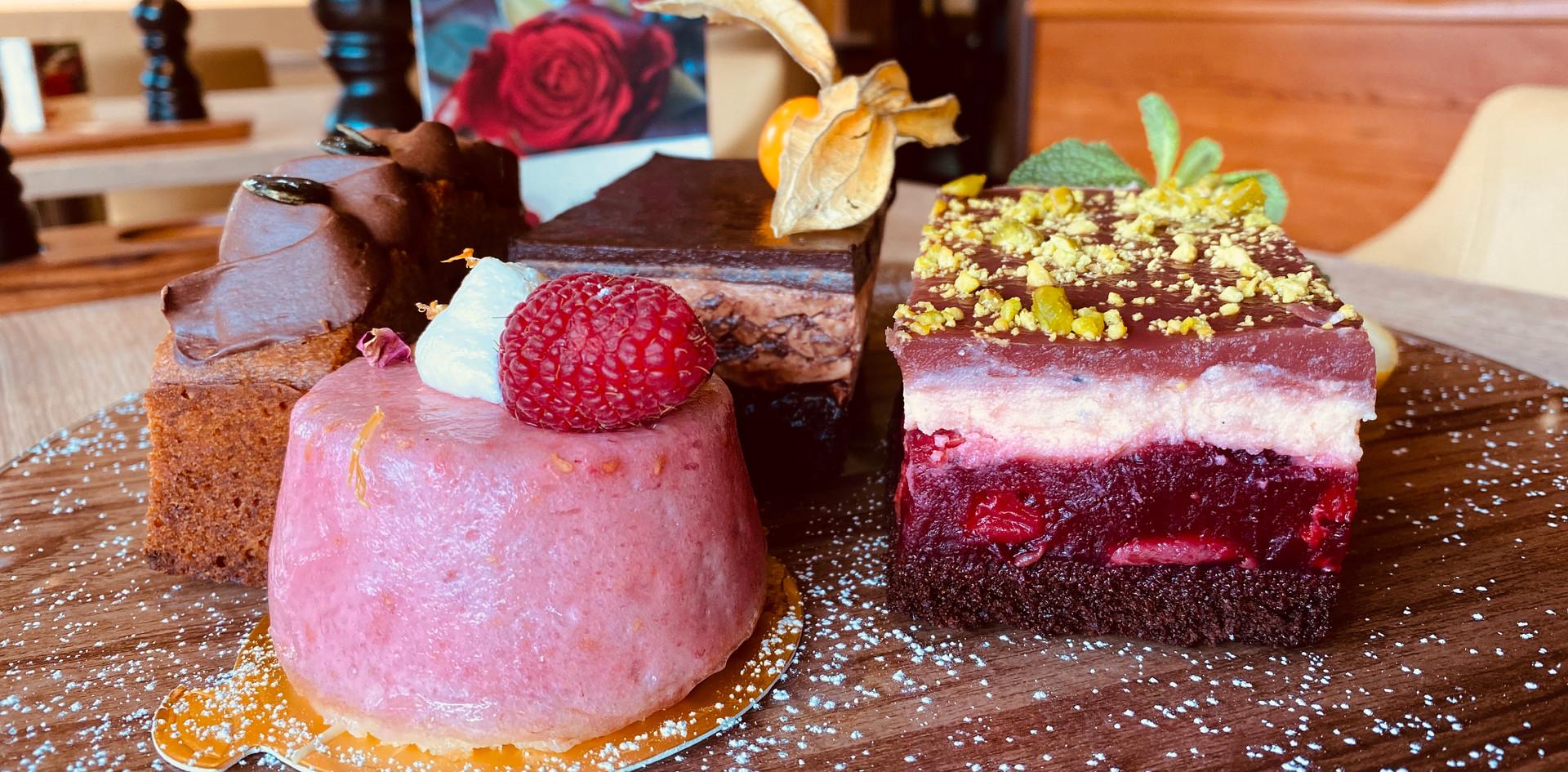 Kuchen und Törtchen Lunch & Sweet - Hotel Wegner - The culinary Art Hotel