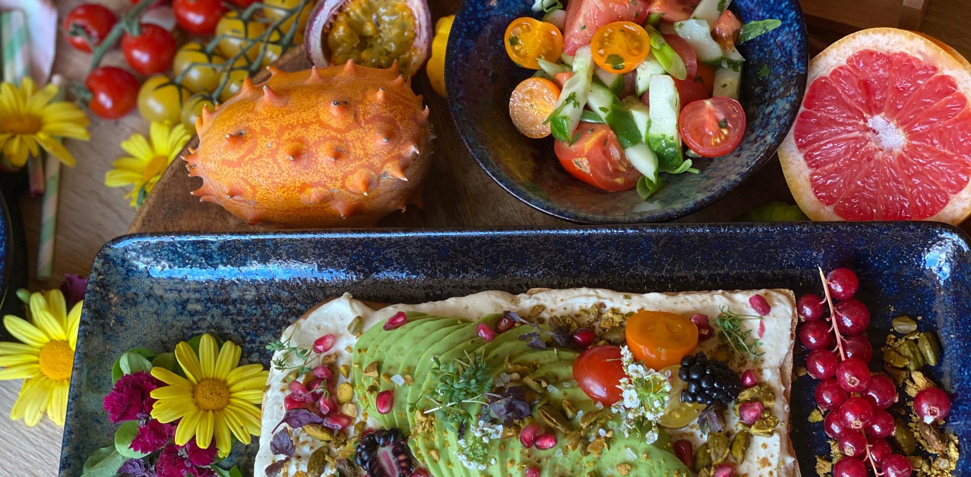 Ziegenkäse-Avocado Stulle Frühstücks-Manufaktur - Hotel Wegner - The culinary Art Hotel