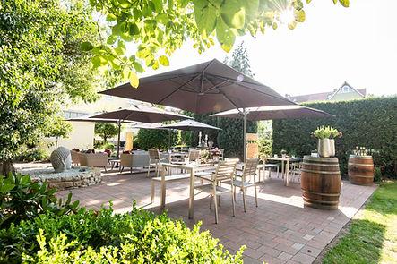 Speisen im Garten im Hotel Wegner - the culinary art hotel