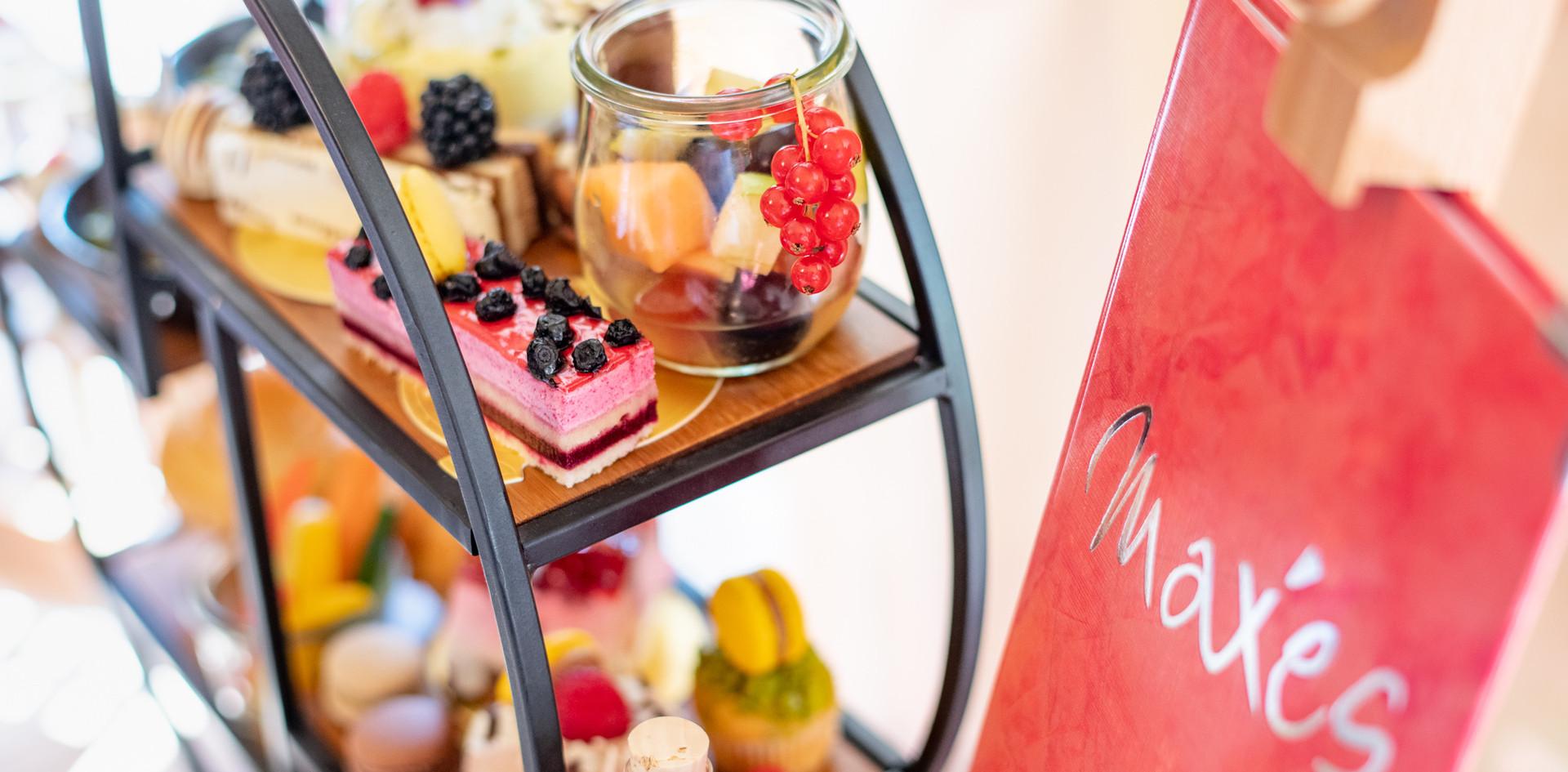 Etagere mit Teekarte Afternoon Tea - Hotel Wegner - The culinary Art Hotel