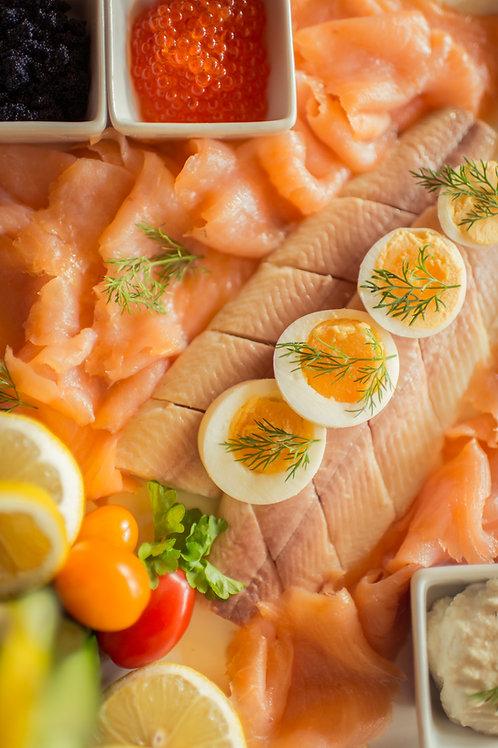 Gemischte Fischplatte (Variationen von Lachs, Forelle und Kaviar)