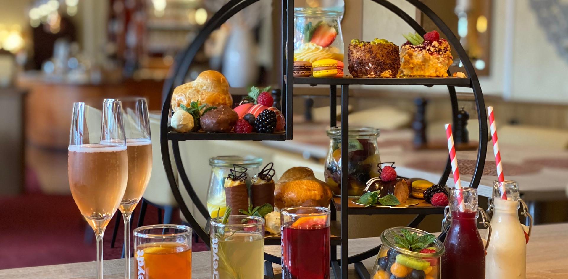 Sekt im Afternoon Tea - Hotel Wegner - The culinary Art Hotel