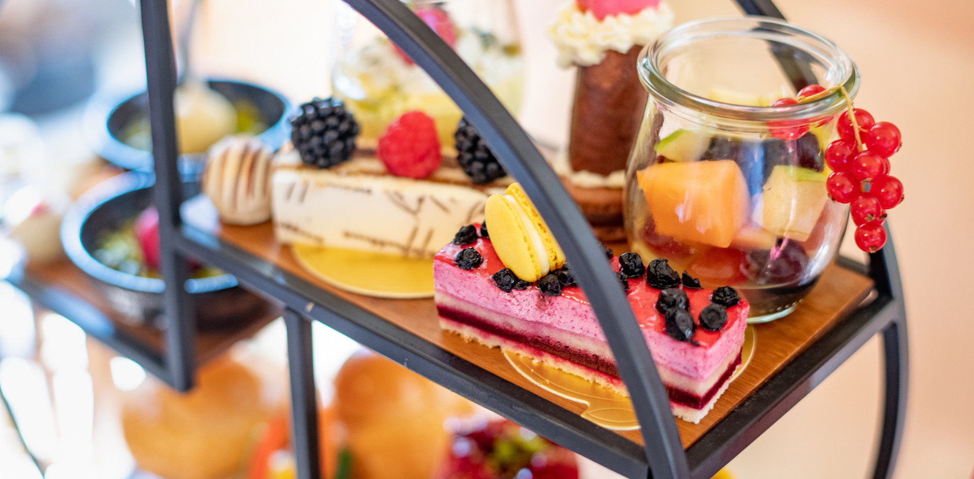 Etagere kleine sweets Afternoon Tea - Hotel Wegner - The culinary Art Hotel