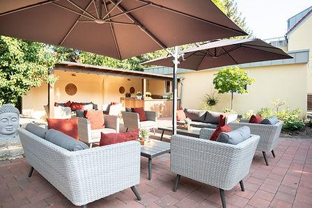 Lounge Bereich Speisen im Garten im Hotel Wegner - the culinary art hotel