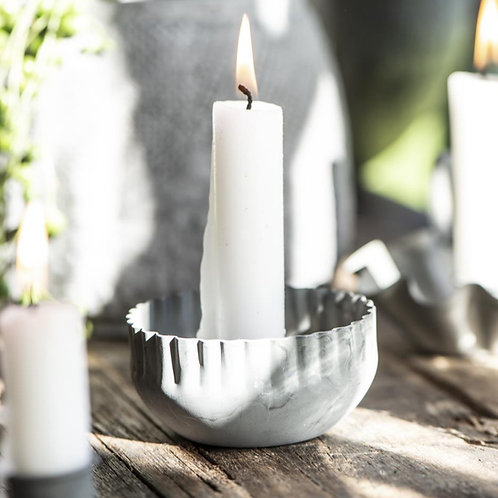Kerzenhalter mit gewellter Kante Metall