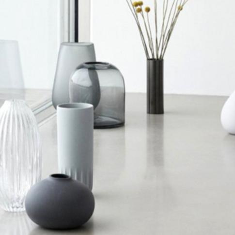 rundliche Vase dunkelgrau