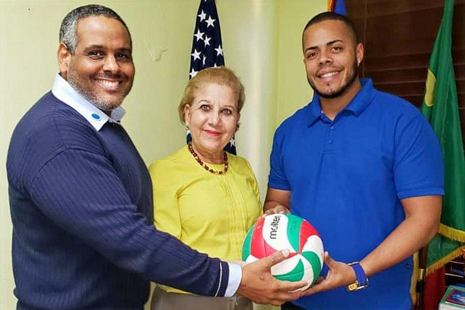 Anuncio Franquicia Liga Puertorriqueña de Voleibol Superior. Pedro Luis García Méndez; Apoderado. Julia Maria Nazario Fuentes; Alcaldesa de Loíza. Juan Lacén Aponte; Dirigente.