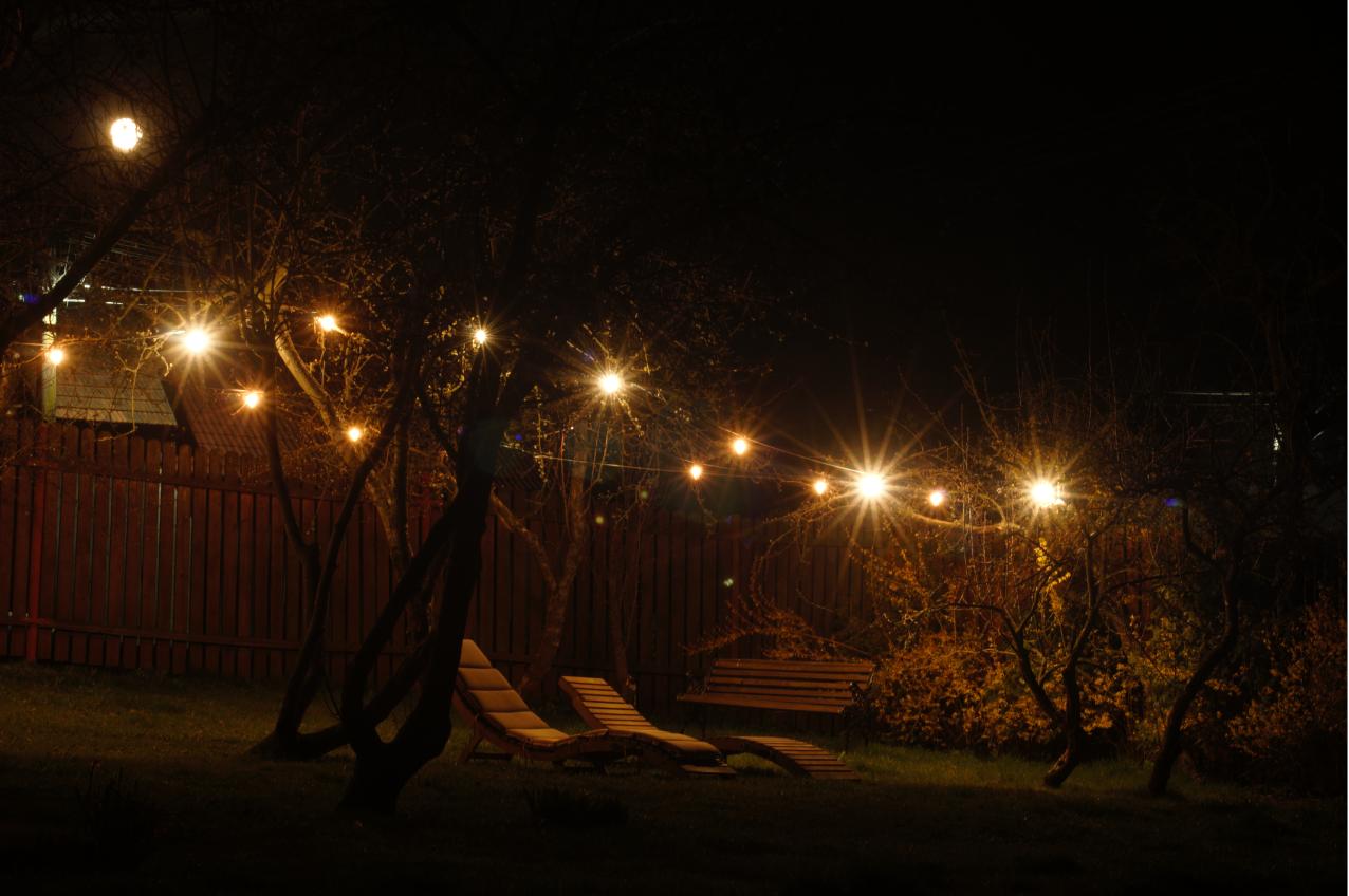posezení na zahradě s nočním osvětlením