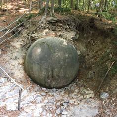 Kamenná koule v Zavidovičích