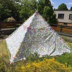 Meditační pyramida v létě