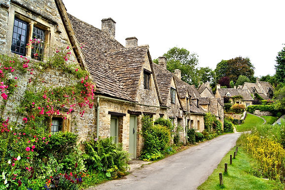 Canva - English town in the Cotswolds.jp