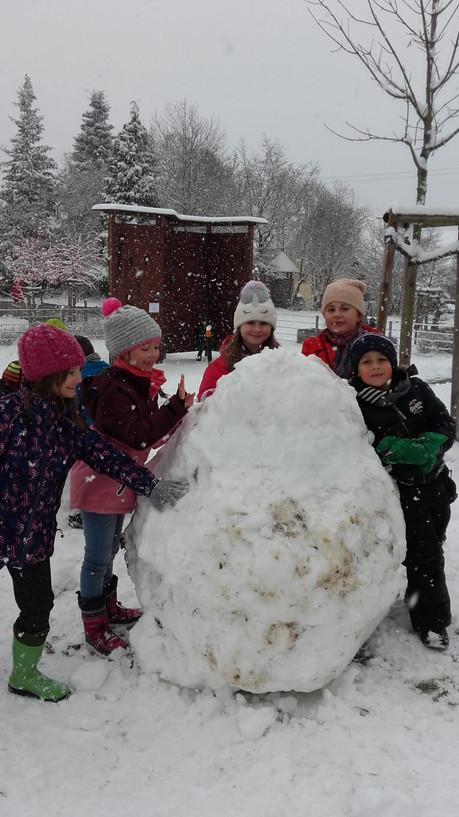 wievie mag diese Schneekugel wohl wiegen ?