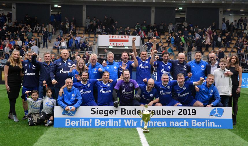 Schalke 04 Siegerfoto.jpg