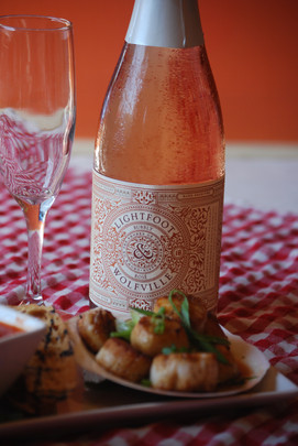 Lightfoot & Wolfville Rose Bubbly