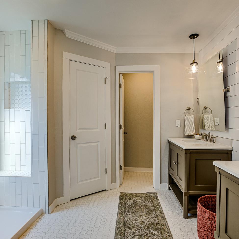 Burly Oak Master Bathroom