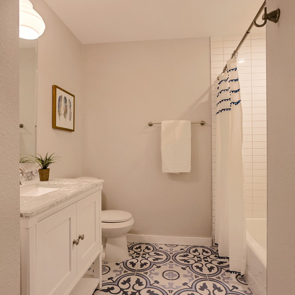 Burly Oak Hall Bathroom