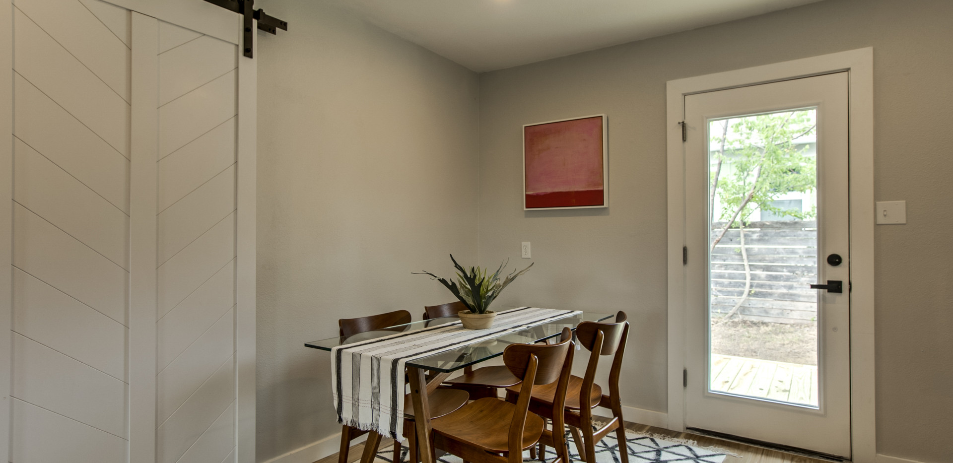 New York Dining Space