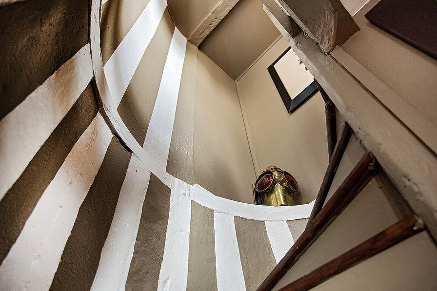 le10honfleur-lamaisondepecheur-escalier.
