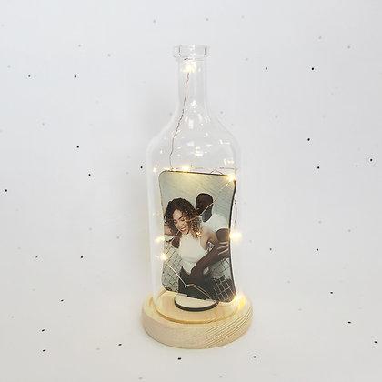 כיפת זכוכית מוארת בקבוק